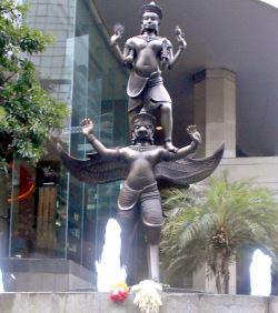 Narayana ridende på Garuda